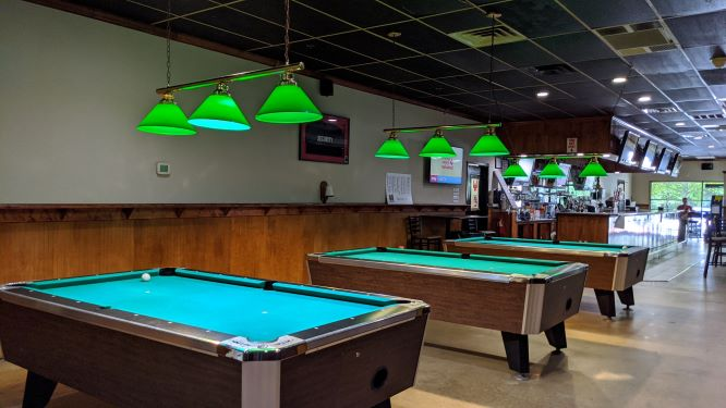 pool table, L&B Pizzeria, local flavor 0920