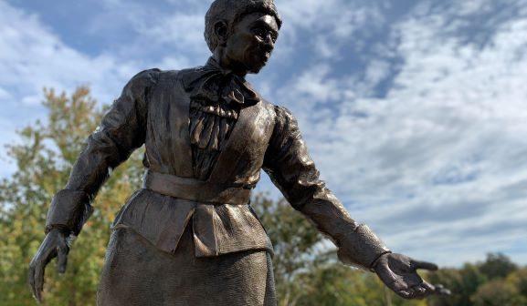 Jennie Dean statue